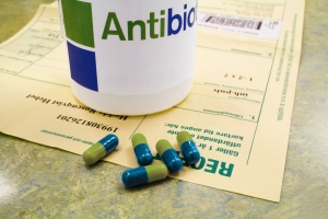 Antibiotic_capsules