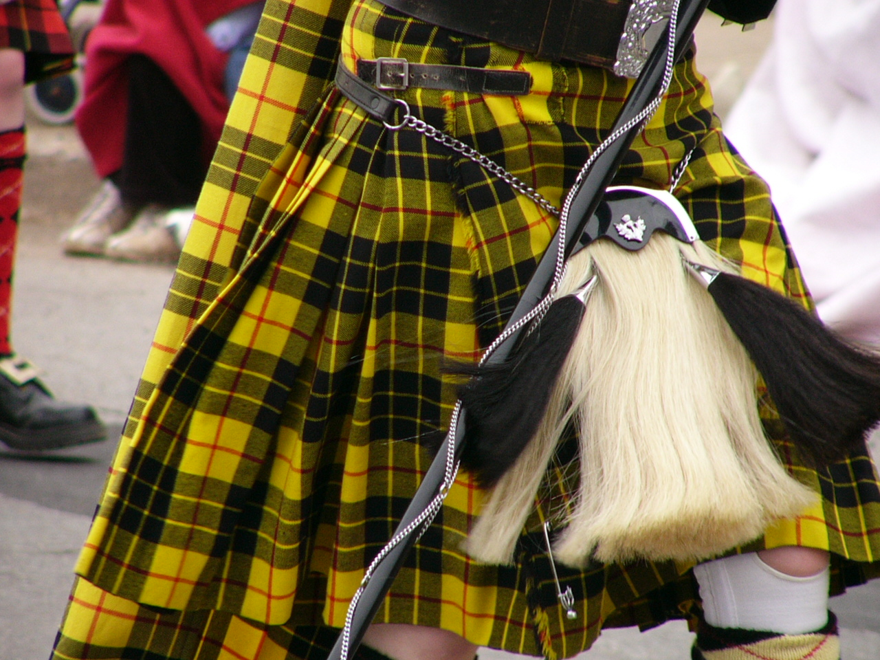 how to take in a kilt